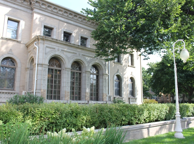 The Snyder mansion at 22nd & Blaisdell now serves as an outpatient treatment center. Photo by Michelle Bruch