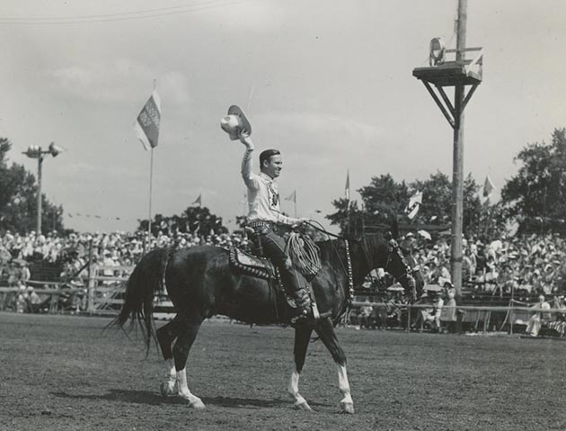 Gene Autry 1940 Aquatennial / Photograph from the collection of the Hennepin History Museum