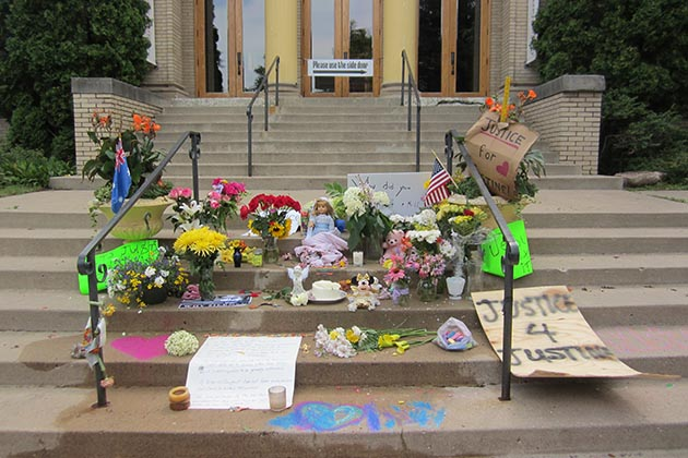 A memorial has grown on the steps of Lake Harriet Spiritual Community in Linden Hills, where Justine Damond taught classes in yoga, mindfulness and meditation. Photo by Jim Walsh