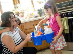 Zero-waste challenge participant Ali DeCamillis and her kids use green cleaners made at a workshop offered by Hennepin County. Photo courtesy Hennepin County