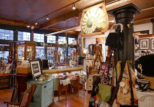 Artista Bottega on West 7th Street in St. Paul. Photo by Linda Koutsky
