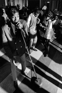 Maurice McKinnies sings as fans dance to the sounds of his Blazers at the Cozy Bar on Plymouth Avenue, 1968. Photograph by Mike Zerby, Minneapolis Tribune. Courtesy of the Minnesota Historical Society.
