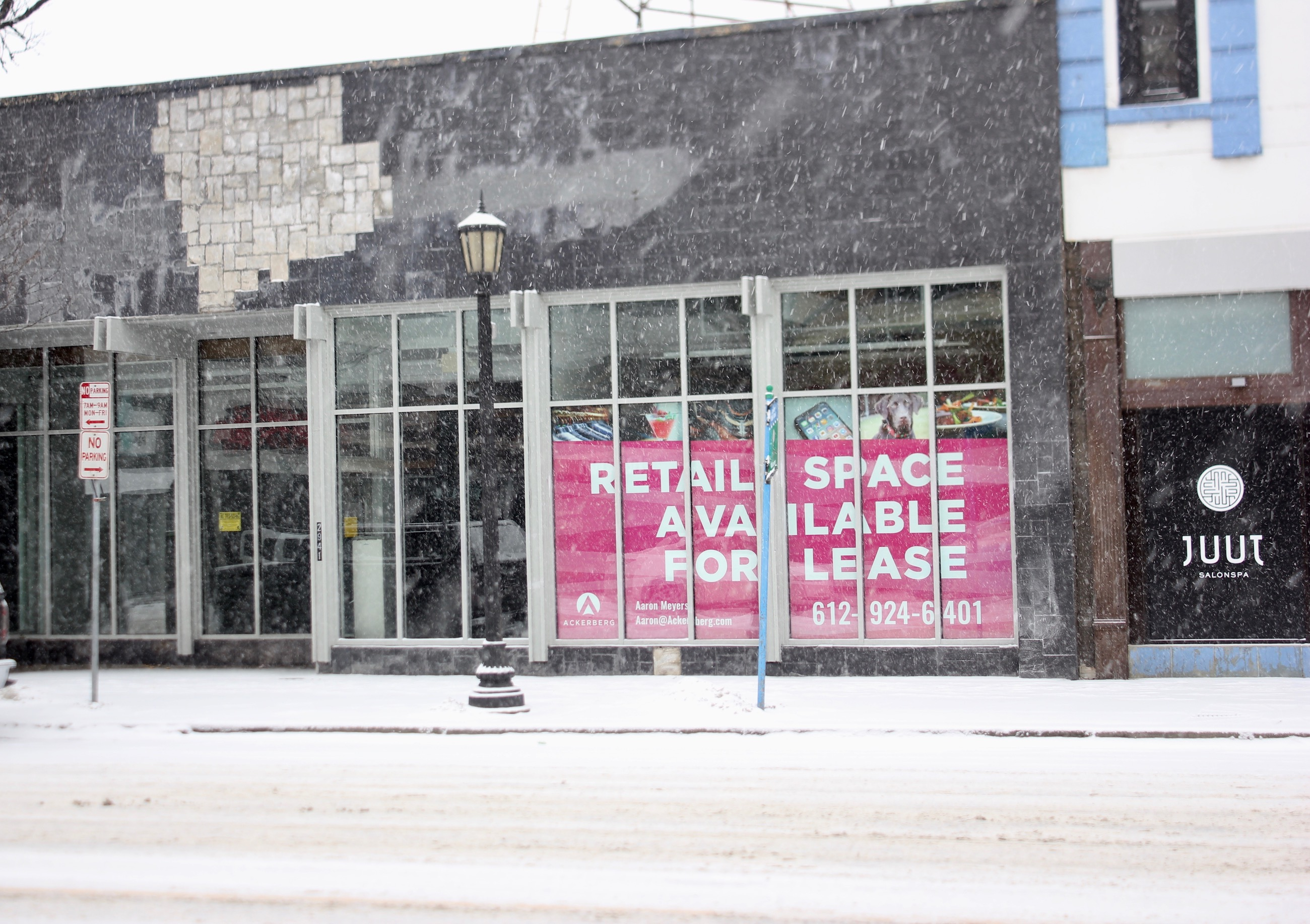 The former Heartbreaker space at 2941 Hennepin Avenue has been vacant for nearly two years, one of several retail vacancies in Uptown. Photo by Andrew Hazzard.