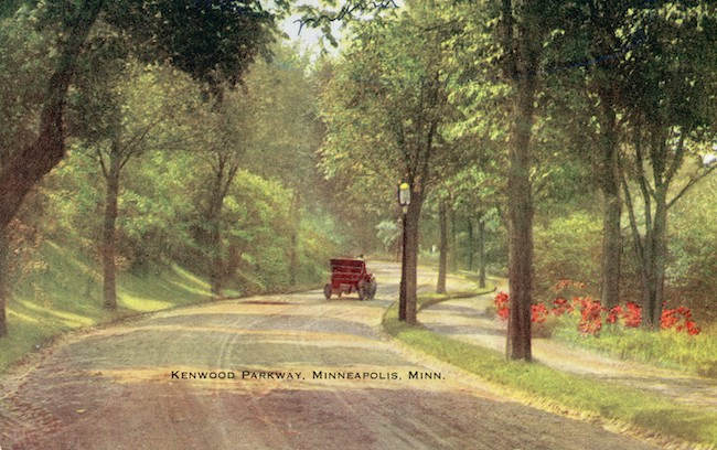Kenwood Parkway postcard from the collection of the Hennepin History Museum