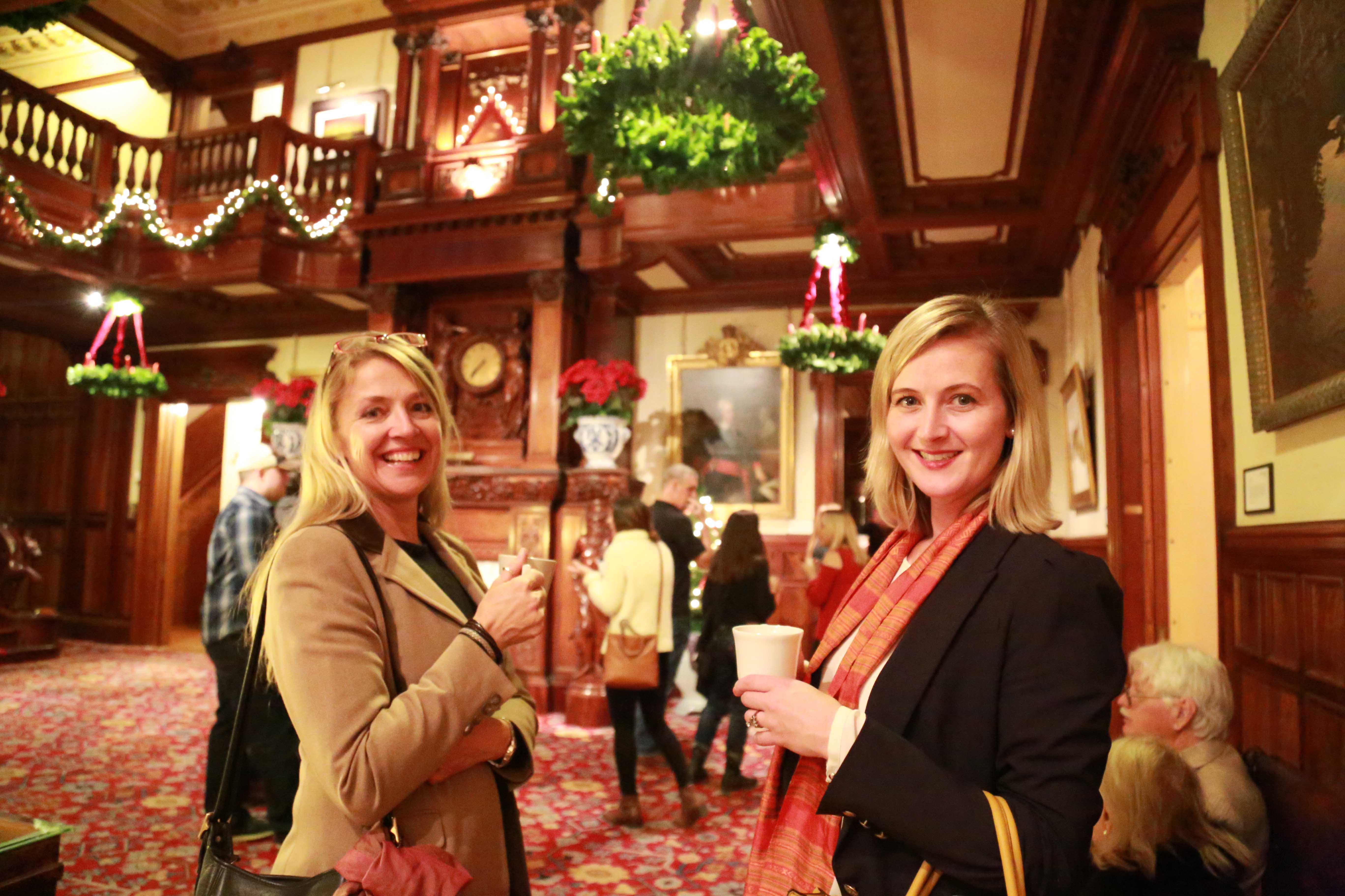 Glogg tour in Great Hall. Photo by KRNelson