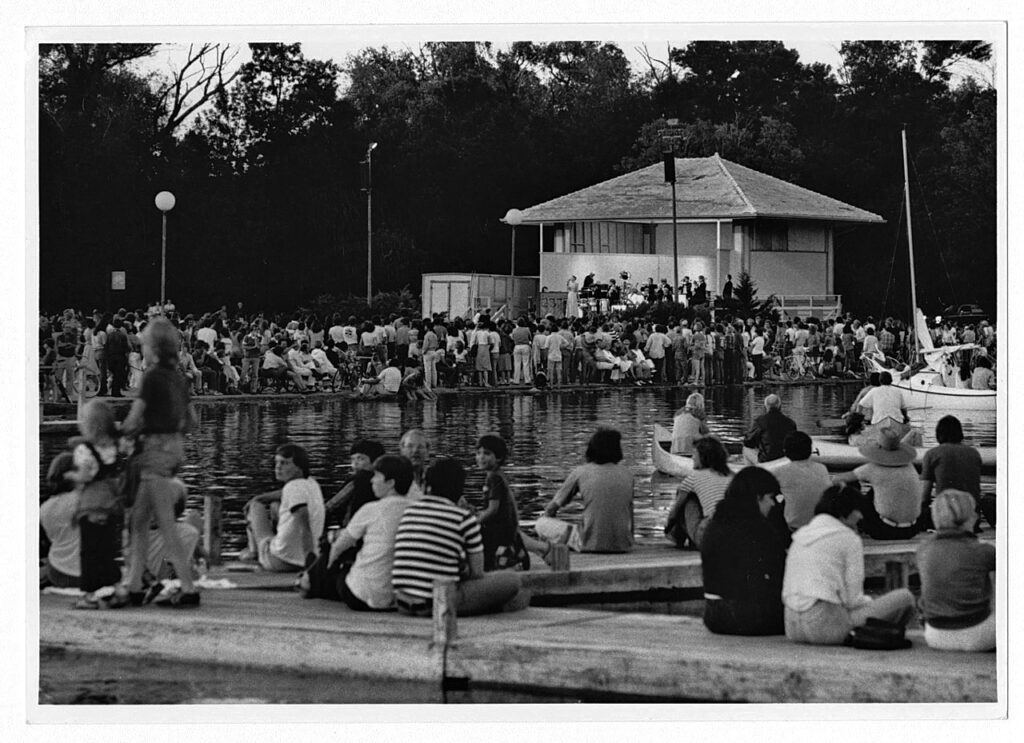 1927 band shell with audience